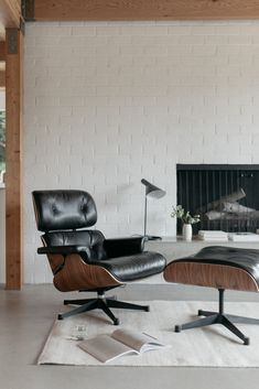 Eames Lounge Chair and Ottoman Simple Living Room, Living Room Modern, Living Room Chairs, Home Decor Furniture, Furniture Design, Chair Design, Mid Century Modern Furniture, Midcentury Modern, Architecture Design