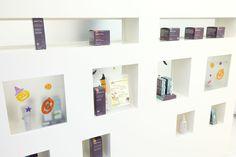 可愛いらしいディスプレ棚♪SPARITUAL製品が並んでいます。