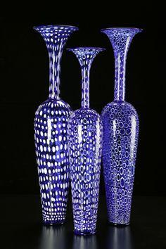 Dante Marioni (s 1964) - current work   Kunstnike perekonnast pärit, isa ja onud olid kunstnikud Californias.Ta on prominentne klaasimeister, kes suudab ka väga kõrged vormid proprtsioneeritult idaalselt teostada.