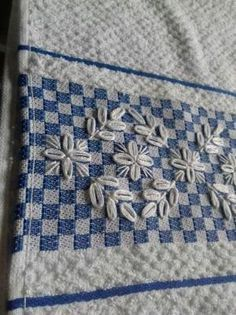 weave using checkers board pattern the embroidery chicken scratch on top use chicken pattern make towel Hardanger Embroidery, Embroidery Stitches, Embroidery Patterns, Hand Embroidery, Cross Stitch Patterns, Chicken Scratch Patterns, Chicken Scratch Embroidery, Chicken Pattern, Bordado Tipo Chicken Scratch