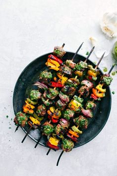 Thick cut pieces of steak are marinated in a flavorful blend of ingredients and then skewered with peppers and onion and then grilled to perfection to bring you the best steak kebabs! Steak Kabobs, Kebabs, Bbq Skewers, Delicious Dinner Recipes, Healthy Recipes, Easy Recipes, Delicious Dishes, Veggie Recipes, Yummy Food