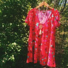 Easy, breezy, Meritt babe!  || The Emma Shift Dress By @merittclothinglabel $46 || Barbados Babe Tassel Necklace $26 || #ShopImpressions #MerittBabe #Meritt #SpringStyle #Floral #MustHave #GetInMyCloset