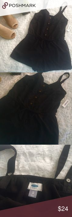 """new // old navy • button-down romper New with tags extra small women's Old Navy black button down romper.  Elastic waistband and adjustable button snaps.  It has pockets!  No trades.  Make me a reasonable offer.  Measurements: Bust: 30"""" Length: 29"""" Waist: 28""""  Materials: 55% linen 45% rayon Old Navy Other"""