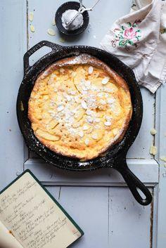 """Für dieses """"Apfel Pancake aus dem Backofen"""" Rezept habt Ihr bestimmt alle Zutaten zuhause, wette ich. Kann also niemand meckern, er hätte jetzt akuten Superjieper, aber ihm fehlten dies…"""