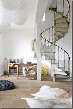 Zakręć mną, czyli spiralne schody w mieszkaniu