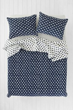 4040 Locust Jagged Dot Quilt - Urban Outfitters