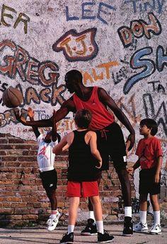 Nike commercial 1989 for the Air Jordan IV Michael Jordan Basketball, Love And Basketball, Basketball Players, Basketball Pictures, Basketball Shoes, Air Max 90, Nike Air Max, Air Jordan Iv, Basketball