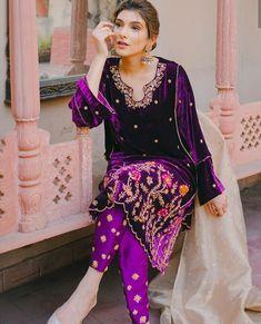 Beautiful Pakistani Dresses, Pakistani Formal Dresses, Pakistani Wedding Outfits, Indian Bridal Outfits, Pakistani Bridal Dresses, Pakistani Suits, Bridal Lehenga, Indian Dresses, Velvet Suit Design