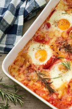Uova alla contadina: sugose e filanti. Un piatto rustico e delizioso, perfetto per fare la scarpetta!  [Eggs with tomato sauce and cheese]