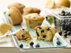 Everybody loves a healthy muffin. Inspire your friends, peers and colleagues with these tasty muffins. Heart Healthy Desserts, Healthy Snacks, Healthy Eating, Lemon Blueberry Muffins, Cupcakes, Healthy Muffins, Mini Muffins, Great Recipes, Breakfast Recipes