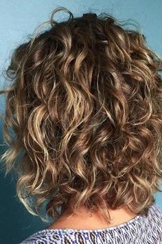 Short Curly Haircuts for Fine Hair 2019 Our Favorite Hairstyles for Thin Curly Hair Thin Curly Hair, Shoulder Length Curly Hair, Curly Girl, Long Curly, Wavy Perm Short Hair, Shoulder Length Hair Cuts With Layers, Short Layered Curly Hair, Short Curly Haircuts, Curly Bob Hairstyles