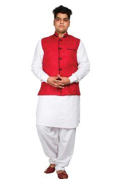 Coton rouge jute gilet Prix:-26,87 € Andaaz nouveaux hommes ethniques Rouge coton et du jute gilet. Il est préfet de porter sur chaque Kurta pyjama . http://www.andaazfashion.fr/red-cotton-jute-waistcoat-5098.html