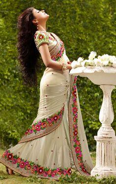 This Beautiful Traditional sari gives a perfect look to the outfit. This sari is an ideal for Party,cocktail and social gathering. Sari comes along with matching fabric un-stitched blouse piece. Designer Silk Sarees, Latest Designer Sarees, Trendy Sarees, Stylish Sarees, Simple Sarees, Indian Beauty Saree, Indian Sarees, Lehenga, Lengha Dress