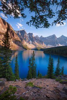 Moraine lake by Ajay Thomas ~ Moraine Lake, Banff National Park Alberta** - Fotografie Landscape Photos, Landscape Photography, Nature Photography, Travel Photography, House Photography, Photography Backdrops, Cool Landscapes, Beautiful Landscapes, Lago Moraine