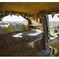 @upoverthemountains sparing a shot to share. Guys, that looks amazingly comfortable. #vanlifediaries to give us a peek.