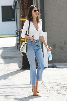 Alessandra Ambrosio-redone-Levi & # s-vintage-jeans-cropped-flare Mode Outfits, Casual Outfits, Fashion Outfits, Womens Fashion, Fashion Trends, Clubbing Outfits With Jeans, Jean Outfits, Fashion Boots, Casual Wear