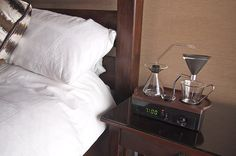 Why wasn't this alarm clock that brews coffee not a national news item?!        I WANTS IT!!!