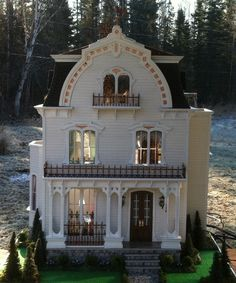 Miniature Menagerie: 120 Copper Court (jt-go to blog for more pics of this lovely dolls house)