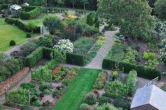 Живые изгороди и зеленые комнаты сада в ландшафтном дизайне, фото зеленых комнат из растений