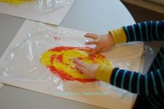 Make a fire with yellow and red paint under cling film London Activities, Eyfs Activities, Preschool Activities, Preschool Playground, Playground Ideas, Indoor Playground, Bonfire Night Activities, Bonfire Ideas, Fire Crafts