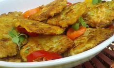 Nejdříve maso nakrájíme na úplně malé kousíčky. Smícháme s grilovacím kořením a necháme chvíli uležet.Mezitím oškrábneme brambory a nastrouháme.... Czech Recipes, Ethnic Recipes, Poultry, Thai Red Curry, Food And Drink, Chicken, Cooking, Czech Food, Pancakes