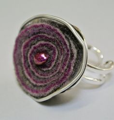 Items similar to unique ring - Nespresso upcycling combined with felt on Etsy Textile Jewelry, Jewelry Art, Unique Rings, Unique Jewelry, Diy Schmuck, Jewelery, Jewelry Making, Etsy, Handmade