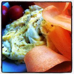 Äggröra med morot och tomat