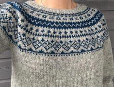 Strikket i Tove fra Sandnes Garn, pinner 3 og Fair Isle Knitting Patterns, Fair Isle Pattern, Sweater Knitting Patterns, Knitting Designs, Knit Patterns, Knitting Projects, Hand Knitting, Norwegian Knitting, Knit Fashion