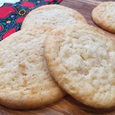 "Low-Carb Almond Cinnamon Butter Cookies | ""My quick and easy go-to keto and gluten-free cookie recipe whenever I want to have something sweet, with very few net carbs per cookie!"" #recipe #healthy"