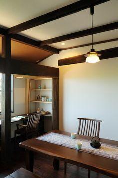 七城の家 Japanese Modern, Japanese Interior, Root Cellar, Japanese Architecture, Japan Fashion, Traditional House, Ceiling Lights, Japan Style, Kyoto