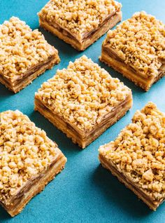 For ooey-gooey apple squares, choose an apple that cooks down, like the crunchy Spartan. Finger Desserts, Cookie Desserts, Brownie Recipes, Cheesecake Recipes, Dessert Recipes, Rice Krispie Treats, Rice Krispies, Apple Square, Cooking Chef