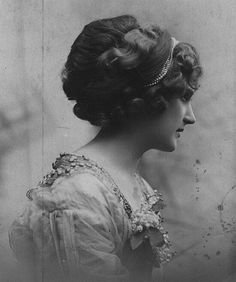 Peinado diadema siglo XIX