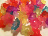 Lucite Flowers Beautiful Colors  #lesliemariebydesign  #thecraftstar