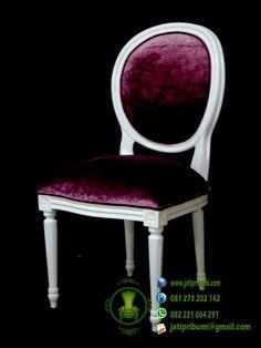 Kursi Warna Putih Kain Jok Ungu adalah www.jatipribumi.com kursi fungsional yang sangat cocok diletakkan di berbagai macam dekorasi ruangan.