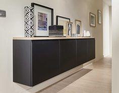 Les éléments de la cuisine se transforment en meuble TV, bibliothèque ou buffet pour créer une parfaite harmonie avec le salon.