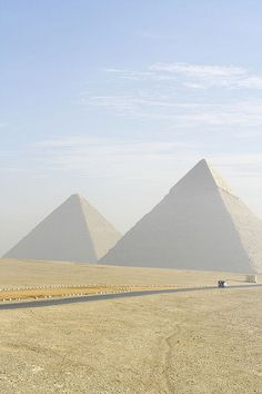Egypt aunque el calor es infernal este lugar es espectacular i'll never forget it!!!
