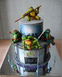 I've been a huge fan of the Teenage Mutant Ninja Turtles all of my life but this is by far the most amazing TMNT cake I have ever seen! The detail on Leonardo in this cake is amazing. Ninja Turtles, Beautiful Cakes, Amazing Cakes, Ninja Turtle Birthday Cake, Turtle Party, Tmnt Cake, Lego Cake, Ninja Cake, Cake Minion