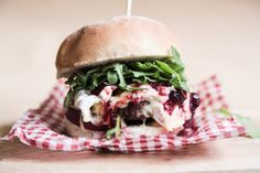 Want a super simple gourmet burger? Try this quick venison burger with camembert and cranberry jelly, topped with red onion and rocket salad.