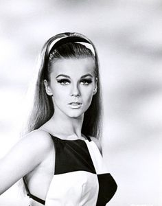 Vintage Fashion A young Ann Margret (circa in high upswept ponytail. 1960s Mod Fashion, Vintage Fashion, Ringo Starr, Vintage Hollywood, Hollywood Glamour, Classic Hollywood, Elvis Presley, Ann Margret Photos, 1960s Makeup