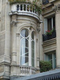 Janela de apartamento em Paris