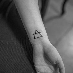Symbol Tattoos, Body Art Tattoos, Hand Tattoos, Cool Tattoos, Amazing Tattoos, Tatoos, Circle Tattoos, Triangle Tattoos, Earth Symbols