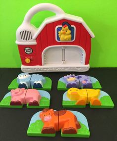 Great set of LEAP FROG Fridge Phonics Barn and Animals Learning Magnets. Makes music, talks, and teaches your child as they play! Complete and works Great!