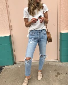 A simple tee and good denim is all you need.  I love the side tie detail on this tee and it's under $40. http://liketk.it/2vfcv…