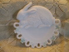 Victorian Westmoreland Specialty Milk Glass Rabbit & Horse Shoe Clover Plate