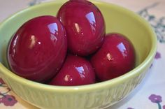 The Tasty Alternative: Beet Pickled Eggs (SCD Friendly) Oh, i really want to make these. I love pickled eggs! Beet Recipes, Canning Recipes, Healthy Recipes, Party Recipes, Picked Eggs, Raw Apple Cider Vinegar, Pickled Beets, Red Beets, Fermented Foods