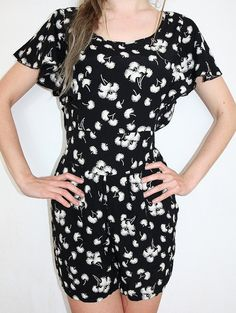 Romper jumpsuit with short legs size M/L  summer black white flowers, elegant vintage overall Jumpsuits pockets