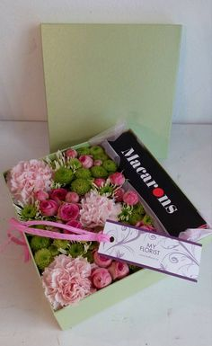 Flower Box - carnation, roses, santini, macrones Flower Boxes, Carnations, Fresh Flowers, Roses, Presents, Gift Wrapping, Gifts, Window Boxes, Gift Wrapping Paper