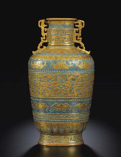 A FINE AND RARE ROBIN'S EGG-GROUND GILT-DECORATED ARCHAISTIC VASE. SEAL MARK AND PERIOD OF QIANLONG. Ht. 37.5 cm
