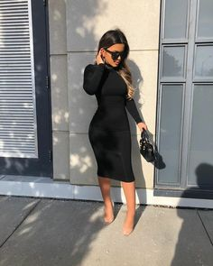 Follow me for more Exclusive Content⬇️⬇️@fashionblychic Write your comment 💭😊 Tag your friend 👭 Fashion Blogger Style, I Love Fashion, Autumn Fashion, Fashion Women, Street Chic, Street Wear, Street Style, Fall Outfits, Fashion Outfits