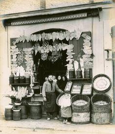 BARCELONA 1889 Tienda de pesca salada